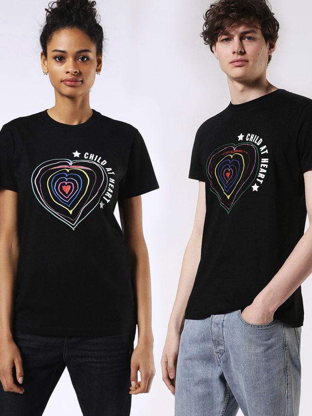 Child at Heart, la caspule collection a scopo benefico di Naomi Campbell e Diesel