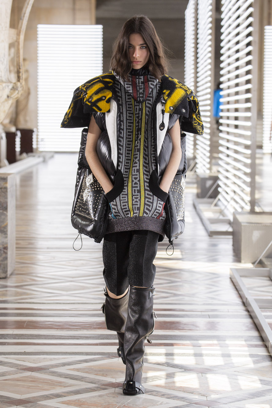 Louis Vuitton - WOMEN'S FALL WINTER 2021 SHOW
